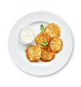 Kids' potato pancakes with sour cream